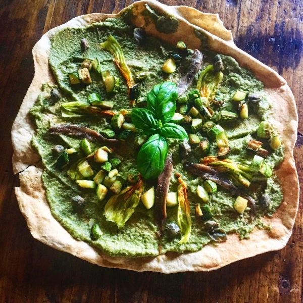 Piadina o pizza con pesto di zucchine e fiori - Corsi cucina piacenza ...